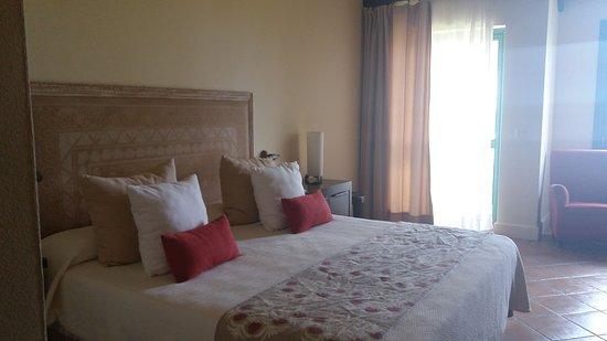 Hotel Almenara Resort: Dormitorio a nuestra llegada