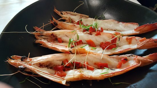 Ripples at Chowder Bay: The split King prawns with chilli & coriander & lemon oil were tasty.