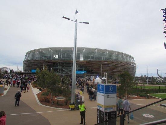 Optus Stadium: Walking from the train to the stadium