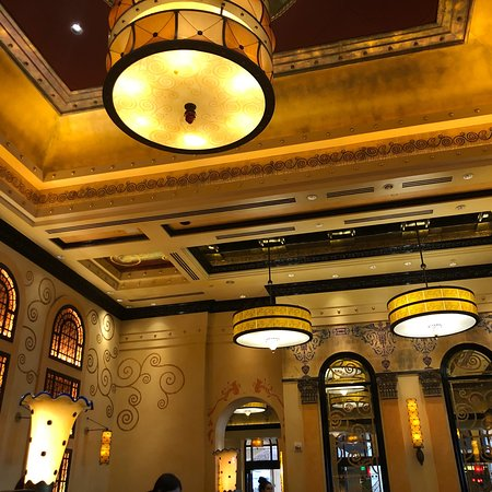 Grand Lux Cafe Aventura Hours