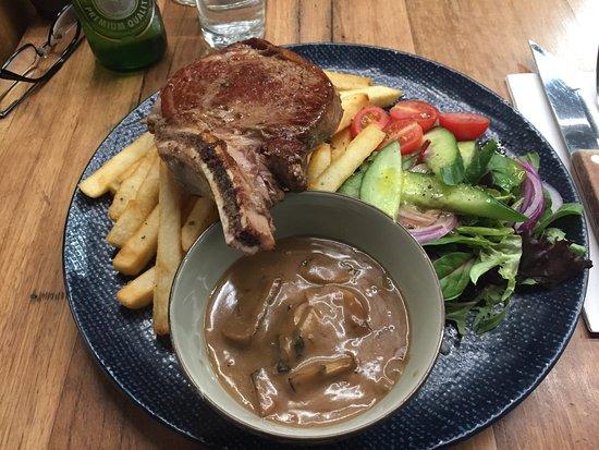 RMB Cafe Bar: Steak meal including mushroom sauce