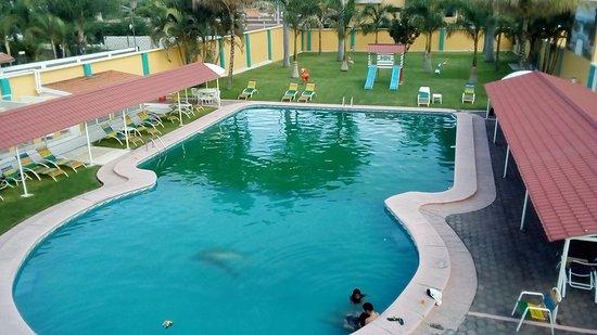 Yautepec, Мексика: Alberca y área de juegos