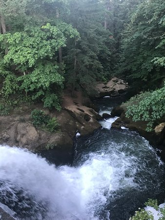 Lacamas Park Trail: The falls at the dam before flowing down to Lower falls (Pothole falls).