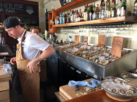 Ice House Oyster Bar: Selection of Oysters at the Ice House