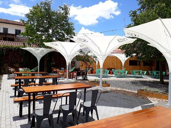Braganca, Portekiz: Jardim / Esplanada (acesso: Rua Emídio Navarro) ⚫ Garden / Terrace (access: Emídio Navarro Stree