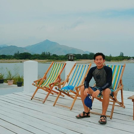 San Antonio, Philippinen: View Deck - also a common area, which is facing the panoramic view of the islands, jagged mounta