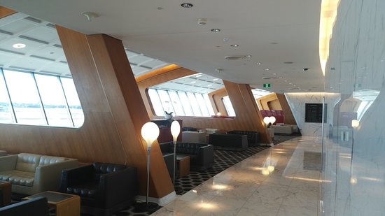 Qantas: The First Class Lounge at Sydney.