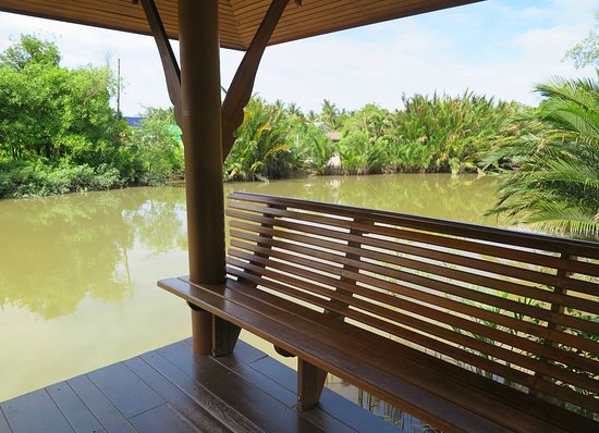 Asita Eco Resort: มีท่าน้ำส่วนตัวของรีสอร์ทแห่งนี้ในตอนเช้าสามารถตักบาตรพระที่นี่ได้ครับ