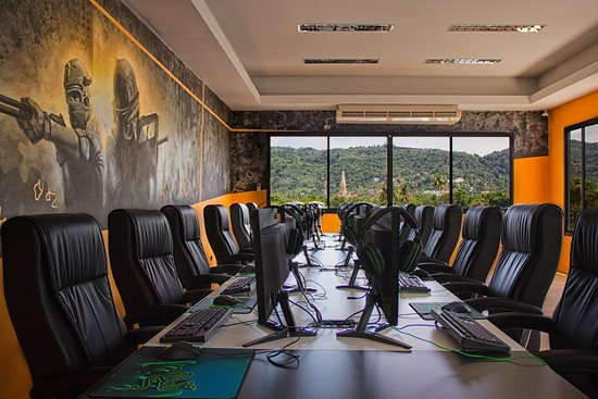 Gamers Paradise Hotel: Gaming room view