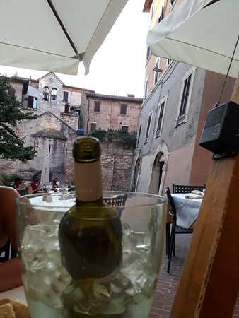Trattoria Borgo San Francesco: Dai tavoli all' aperto