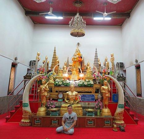 Wat Ban Laem or Wat Phet Samut Worawihan