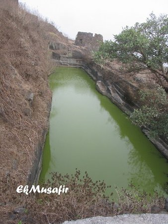 Hatgadh Fort: A water reservoir inside the fort.