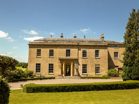 Bishopstrow Hotel & Spa: Front View of the House