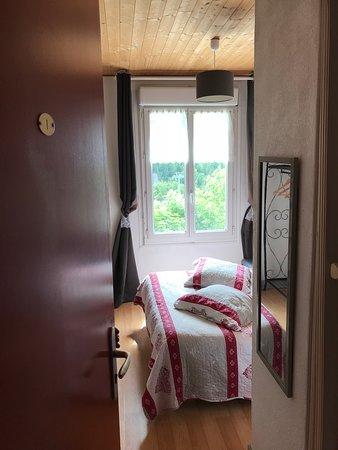 Le Beau Site: Chambre double coté montagne 70€