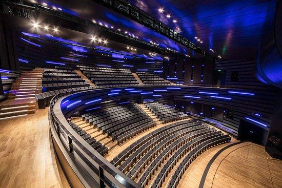Selcuklu Kongre Merkezi Konya:  Konya Oditoryum 1700 m2 alana sahip, maksimum 880 kişi kapasitelidir.