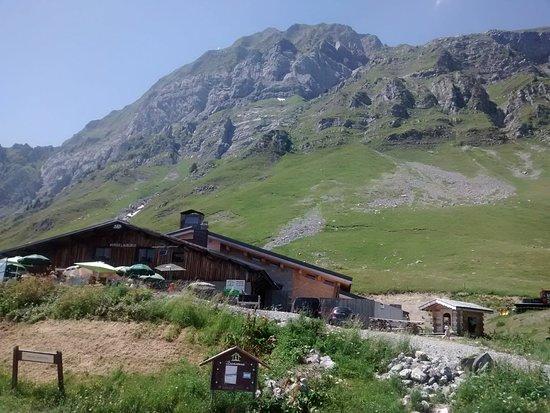 Ugine, França: Le refuge du Col de l'Arpettaz