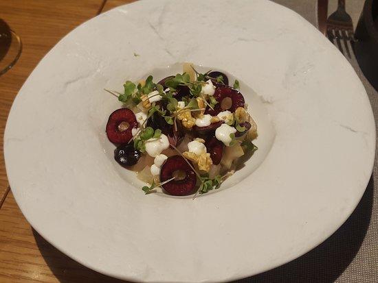Gatblau Restaurant: Ensalada de col-rabano y cerezas. Deliciosa!