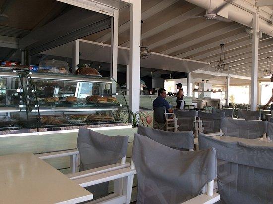 East Attica Region, Griekenland: Great new location, decor and civilized parking....