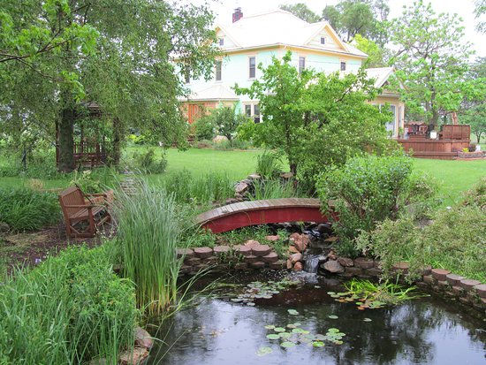 Kempton, IL: B&B House and Pond