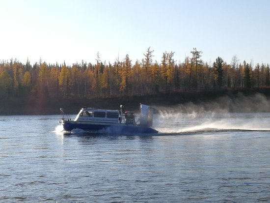 Fishing Tour in Siberia: 气垫船安全又舒服,这尾巴拖得,爽!