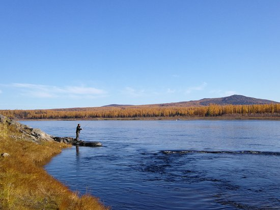 Fishing Tour in Siberia: 岸边钓鱼