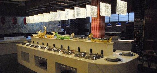 Hong Buffet: Italian, English, Indian food station