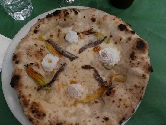 Antica Pizzeria Osteria Pepe: specialità stagionale fiori d'estate