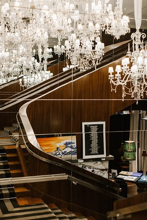 Le Royal Monceau - Raffles Paris: central staircase