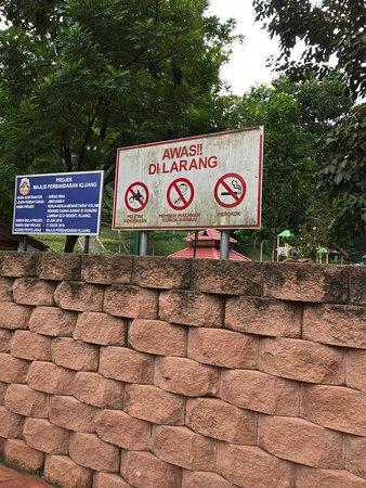 Gunung Lambak: the carpark at the base of the mountain