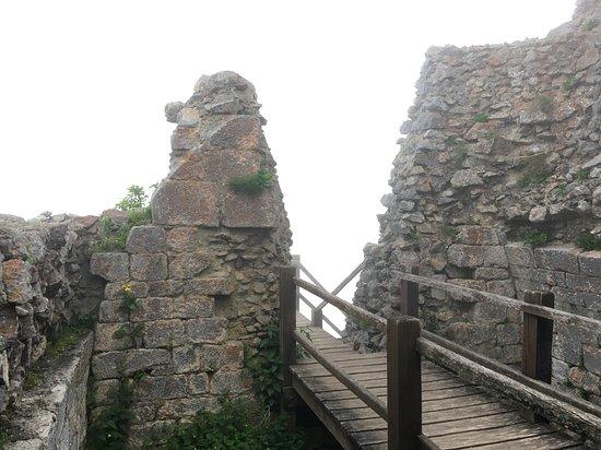 Montsegur, France: Nebel in der Burg