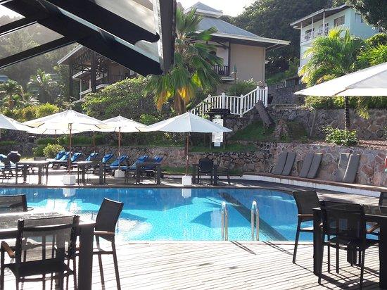 Au Cap, Seychelles: Uima-allas oli hyvin hoidettu. Vesi oli puhdasta ja aurinkotuoleja aina vapaana.
