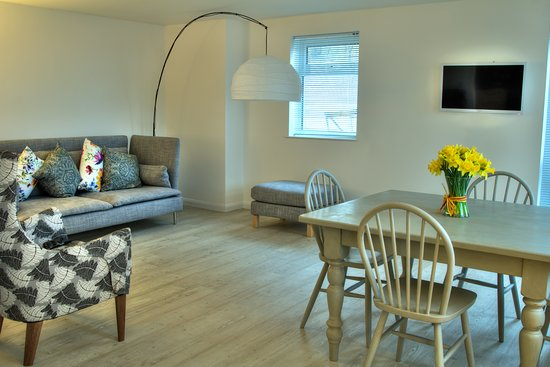 Hannahs at Seale-Hayne: Valley view apartment
