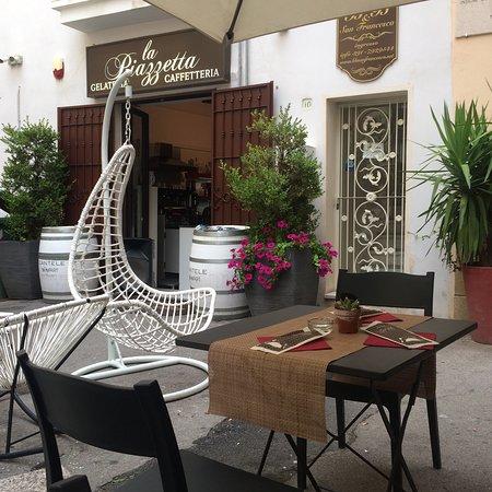 La Piazzetta Fish Bar: A piazza
