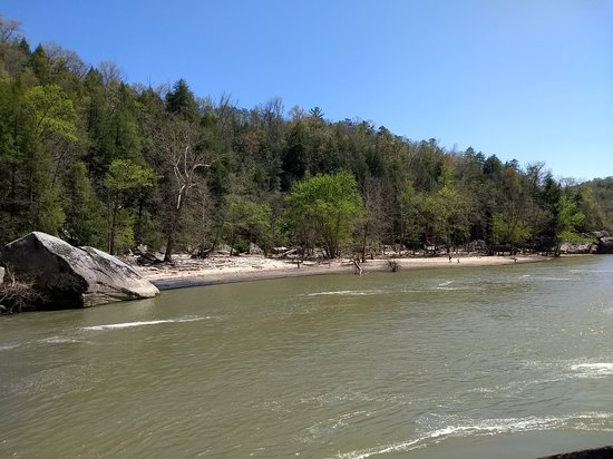 Cumberland Falls State Resort Park: View of the Beach from Eagle Falls
