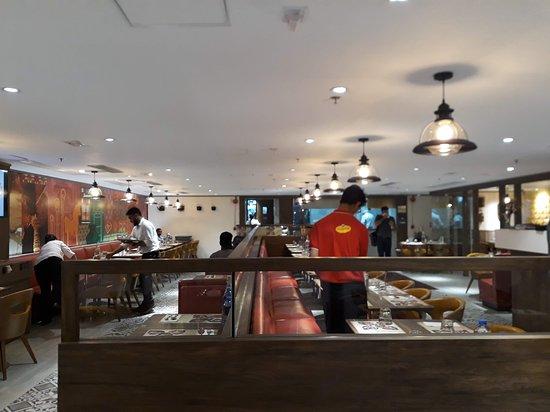 Anjappar: Restaurant