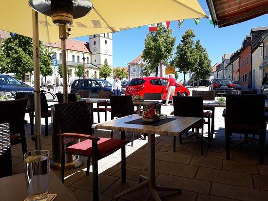Mitterteich, Germany: Das Restaurant von innen und außen
