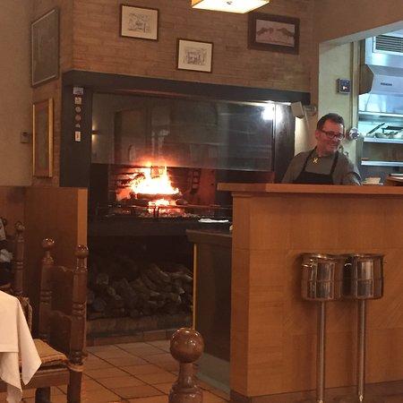 Sant Pau d'Ordal, إسبانيا: Cosy atmosphere in a small rural village restaurant