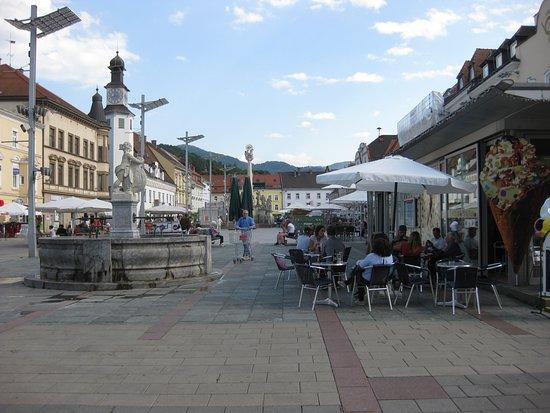 Leoben, النمسا: Leobner Hauptplatz vor dem Umbau der Fläche