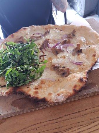 6/Cut: Mushroom ans Garlic Pizza