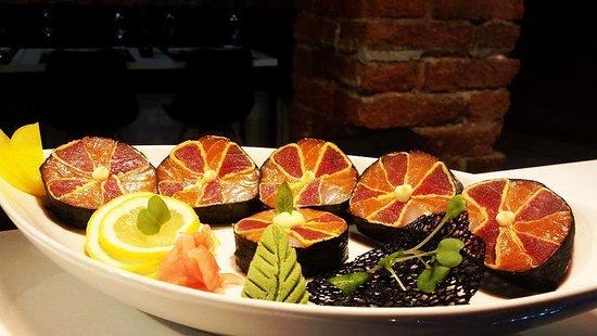 Sumo Sushi: Our Master preparing some outstanding SashimiRolls