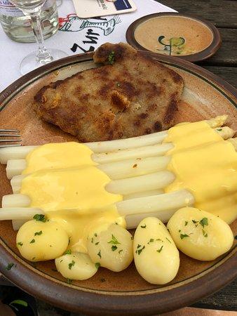 Zur Holl - Mittelalterliche Trinkstube: white asparagus ... yum!