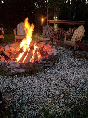 Carmel Cove Inn at Deep Creek Lake: Nightly bonfire
