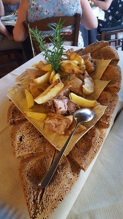 CuCumiao: portata per due di porceddu e patate