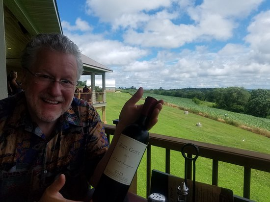 Arcadia, WI: Great place to enjoy a bottle of wine and gourmet food.