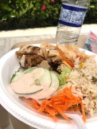 Bahia Principe Grand Jamaica: Pool side buffet!