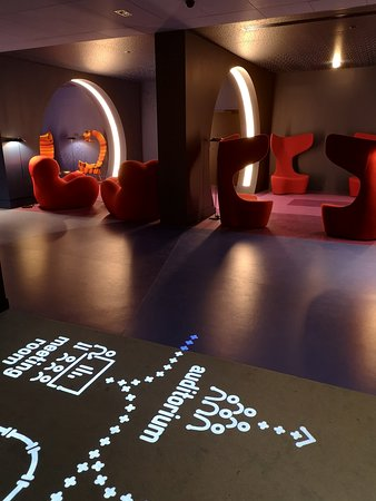 nhow Marseille: Accès au bar intérieur et au restaurant
