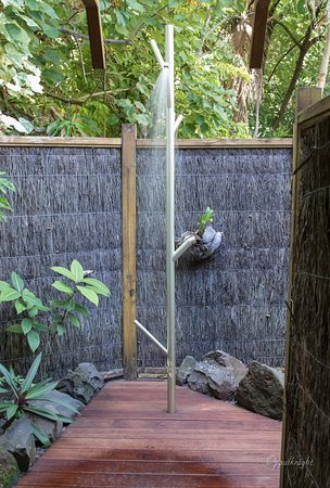 Etu Moana: New Outdoor shower at the Villas