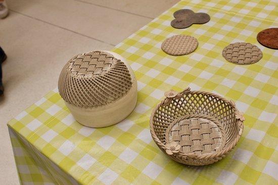 Belleek, UK: Making china baskets