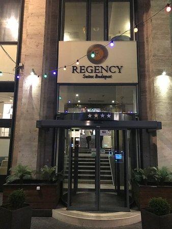 Regency Suites Hotel Budapest : Pui van het hotel
