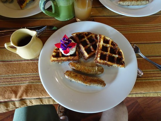 Alegria Oceanfront Inn and Cottages: Breakfast